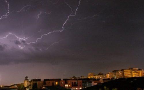 Cod Galben de ploi si furtuna în Dolj şi Mehedinţi