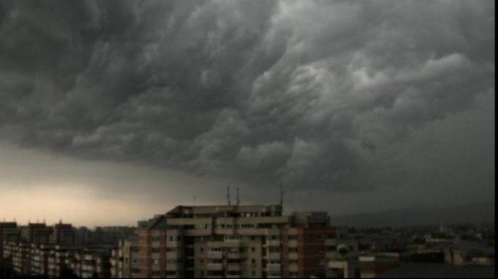 Cod galben de ploi in Valcea