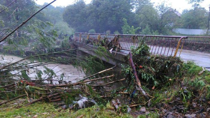 Bilanțul provizoriu al inundațiilor: 4 victime, peste 500 de locuințe afectate