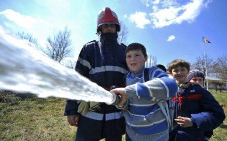 Olt: Activități de prevenire a incediilor la unitățile de învățământ din localitățile Stoenești, Izbiceni, Ștefan cel Mare și Fălcoiu