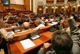 Proiectul de lege prin care vor fi eliminate 102 de taxe nefiscale a fost adoptat