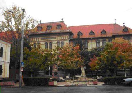 """Specializarea Filosofie și Centrul de Cercetări Filosofice din Facultatea de Științe Sociale a Universității din Craiova organizează o serie de întâlniri-dezbatere cu elevii din liceele craiovene, având ca temă:  """"FILOSOFIA – ÎNTRE TURNUL DE FILDEȘ ȘI IMPLICARE SOCIALĂ"""""""