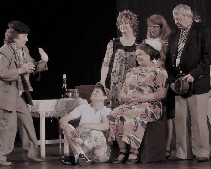 """Actorii trupei de teatru""""Cutezătorii și bibliotecarii de la Aman lansează o campania de strangere de jucării pentru copii devaforizați din Craiova si Dolj"""