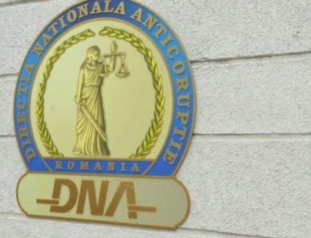 Dolj: Doi angajati ai Tribunalului Dolj si un  șef serviciu din cadrul primăriei Podari, trimiși în judecată pentru fapte de corupție
