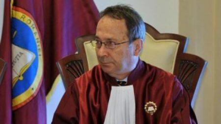 Dorneanu,CCR: Legea conversiei creditelor in franci elvetieni la cursul istoric este neconstitutională