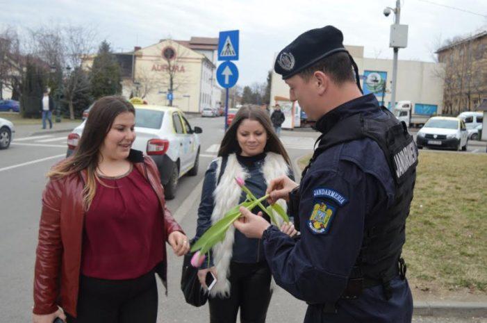 Mehedinți: De 8 Martie, o floare și un gând bun din partea Jandarmeriei