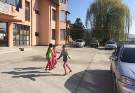 Fundația eMAG invită școlile de la satele din Dolj să solicite finanțare pentru deschiderea de centre afterschool Nouă Ne Pasă, până pe 15 mai