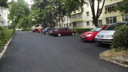 Decizie soc la Judecatoria Râmnicu Valcea! Primaria, obligata să scoată asfaltul din parcarea dintre blocuri