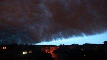 UPDATE: Cod galben de ploi si grindina in Dolj, Olt si Valcea