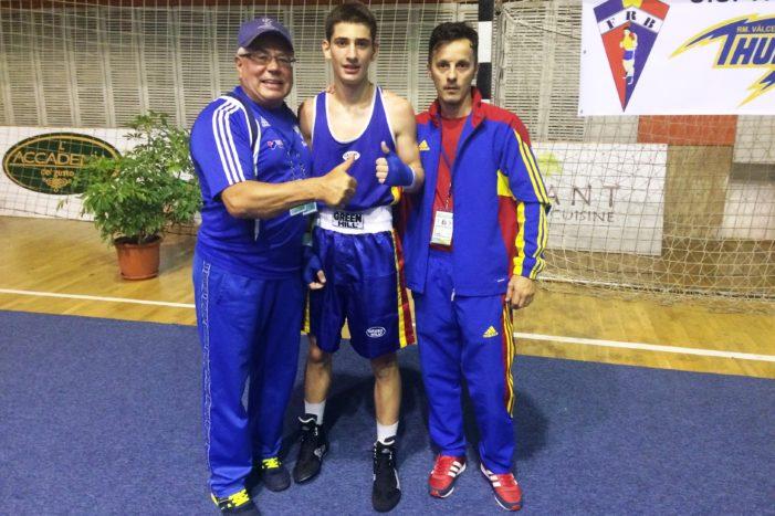 Un elev eminent aduce prima victorie tricoloră la Europeanul de box pentru cadeți de la Rm. Vâlcea. Andrei Musteț – la un pas de medalie