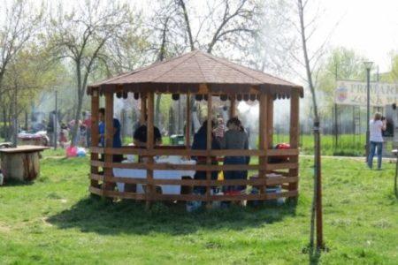 Ramnicu Valcea: Au făcut focul cu lemnul din foişoarele pentru picnic