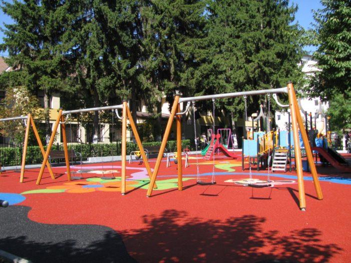 Ramnicu Valcea: Un nou loc de joacă modern inaugurat în municipiu