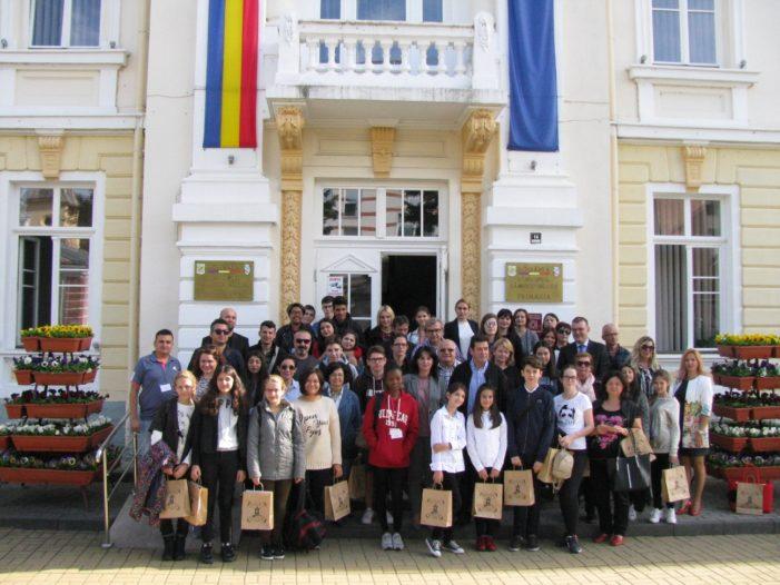 Ramnicu Valcea: Elevi şi profesori din cinci ţări au vizitat Primăria municipiului în cadrul unui program Erasmus Plus