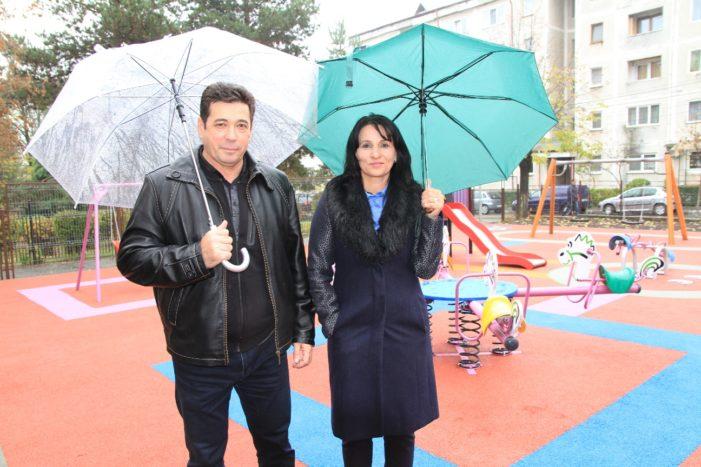 """A fost inaugurat locul de joacă de lângă Colegiul Naţional de Informatică """"Matei Basarab"""""""