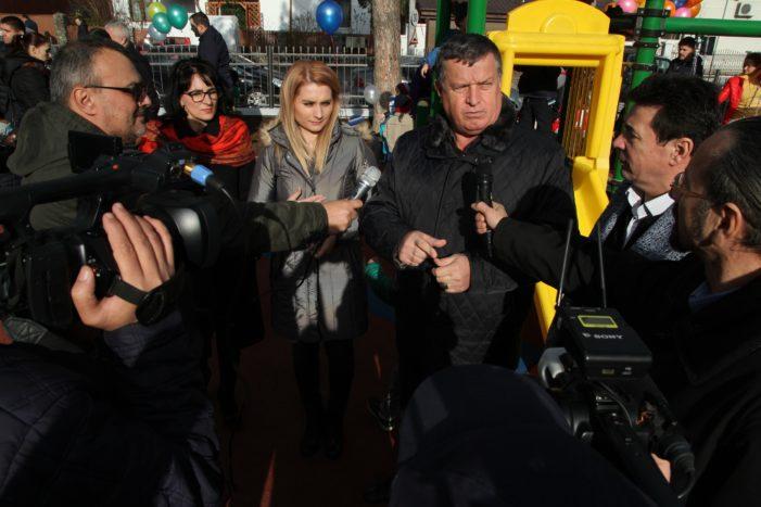 Primaria Ramnicu Valcea: Cadou de Moş Nicolae pentru preşcolarii de la Grădiniţa Traian
