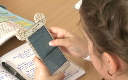 Elevii nu vor mai avea acces la telefoanele mobile pe durata cursurilor