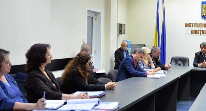 Prefectura Valcea: Nu au fost semnalate probleme deosebite în derularea Programului Cornul și laptele la nivelul județului Vâlcea