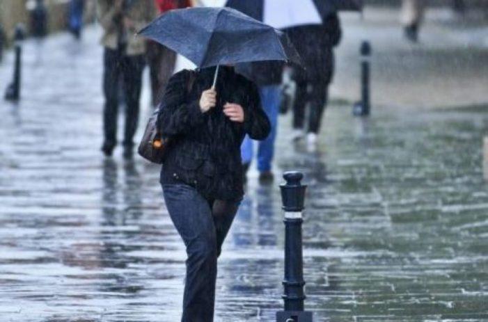 Informare de ploi si vant puternic pentru aproape toata tara