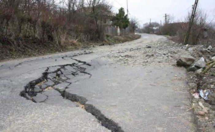 Valcea:  Alunecarile de teren pun in pericol mai multe drumuri judetene si comunale