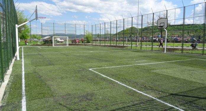 Terenul de sport şi locul de joacă de pe faleza Oltului – zona blocurilor ANL au fost reabilitate şi inaugurate
