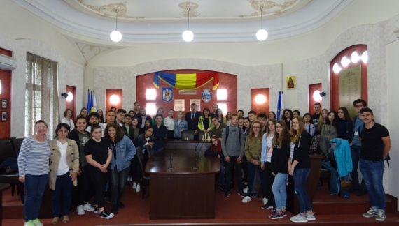 Zeci de elevi şi profesori din Franţa, Polonia, Turcia şi Italia au vizitat Primăria municipiului