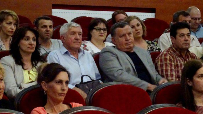 """Ramnicu Valcea: Mircea Diaconu a fost prezent la proiecţia filmului """"Mere roşii"""""""