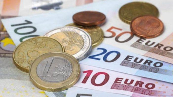 Euro se apropie de pragul de 4,67 lei