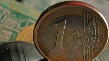 Euro a depasit  pragul de 4,5 lei