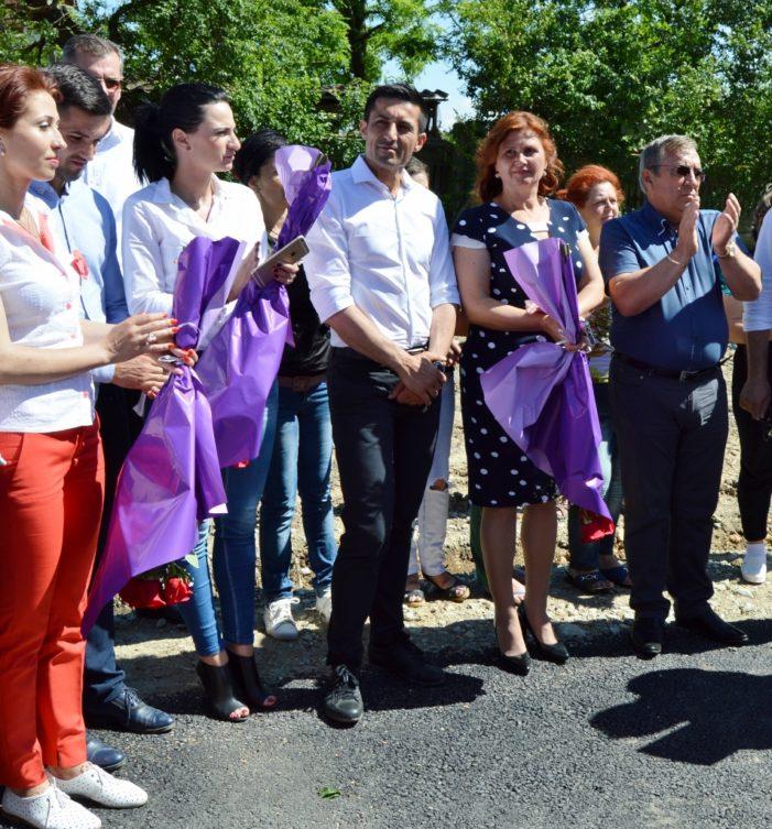 Claudiu Manda la Almaj: Nu mai trebuie să vă conving eu că merită să mergeți pentru încă un mandat cu primarul Ion Răcăreanu