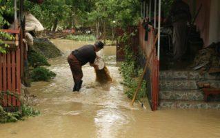 Valcea: Mobilizare la varf, prefectul si presedintele CJ, coordonatorii interventiei in zonele afectate de iundatii