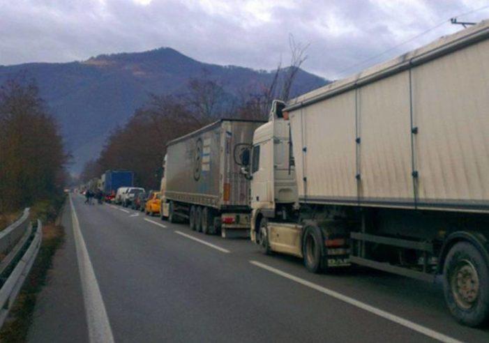 Pana pe 31 august 2017, traficul pe DN65(E574)Craiova – Pitești se desfasoara pe un singur fir