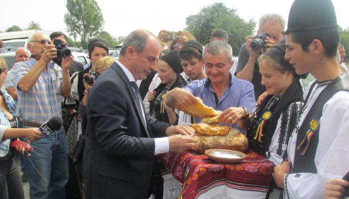 """Ministrul Agriculturii, Achim Irimescu, prezent la """"Târgul anual de animale"""" din Vaideeni"""