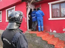 Primaria Craiova: Zeci de familii de pe străzile Fermierului şi Eliza Opran se racordează ilegal în reţeaua de iluminat public stradal