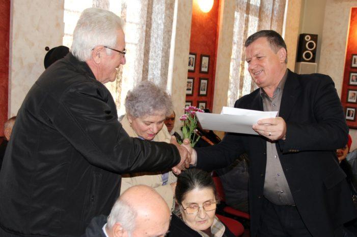 """""""Nunta de aur"""" la Primaria Ramnicu Valcea: 27 de cupluri care au împlinit 50 de ani de căsătorie, premiate de primarul Mircia Gutău"""