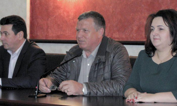 Valcea: Directorii unităţilor şcolare din municipiu au semnat contractele de management