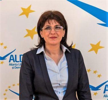 """Andra Popescu, Vicepreşedinte ALDE DOLJ:"""" Vremea oamenilor cu diplome dar fără carte trebuie să devină istorie"""""""