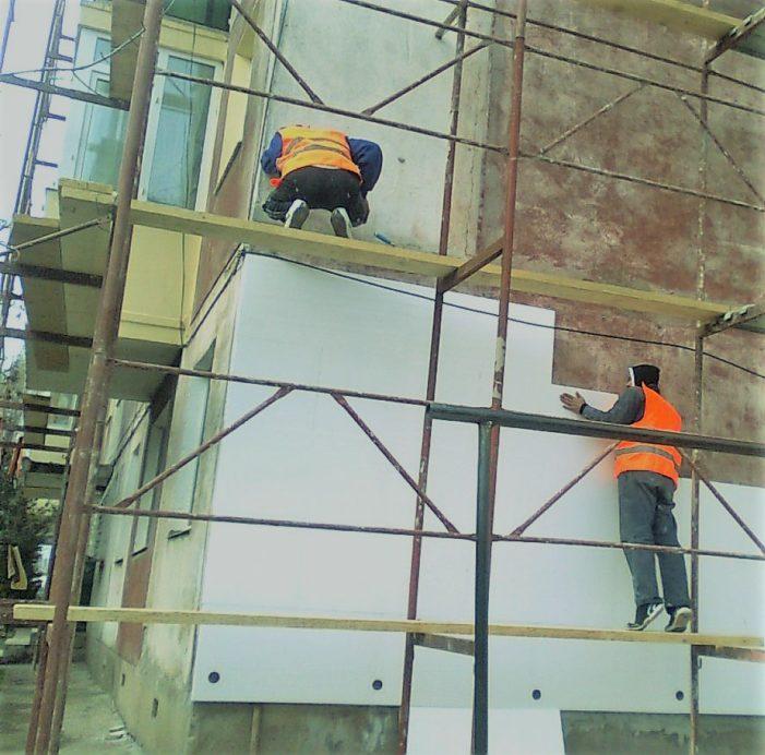 Primaria Craiova i-a anunţat pe proprietarii din blocurile reabilitate ce sume vor plati