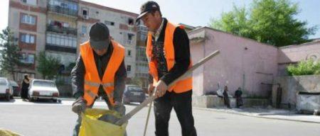 Primaria Craiova: Peste 150 de muncitori din cadrul S.C. Salubritate S.R.L. participă la curăţenia generală de primăvară