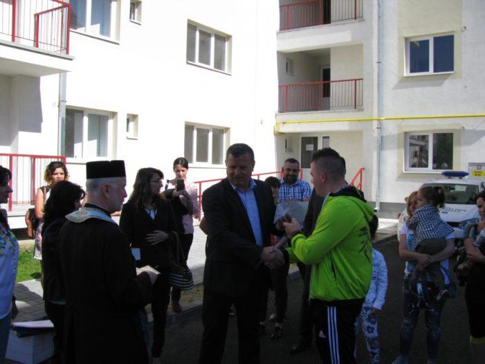 Râmnicu Valcea: 105 familii de tineri au intrat în casă nouă
