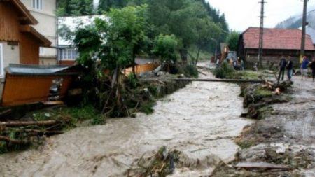 Avertizare hidrologica: Cod Galben şi Cod Portocaliu de inundaţii in Oltenia