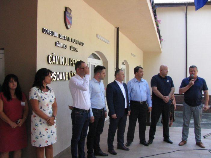 Ramnicu Valcea: Primarul Mircia Gutău a inaugurat Căminul pentru Persoane Vârstnice din Ostroveni