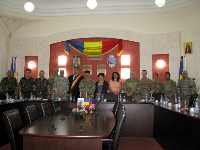 Delegaţie militară româno-americană în vizită la Primăria municipiului Râmnicu Vâlcea