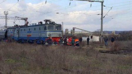 O femeie şi trei copii au decedat după ce au fost loviţi de tren