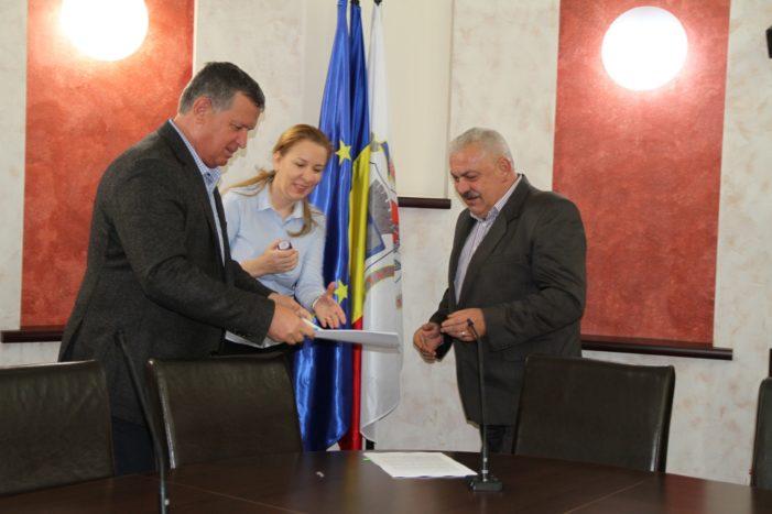 Primarul Mircia Gutău s-a întâlnit cu directorii şcolilor şi grădiniţelor din Râmnic