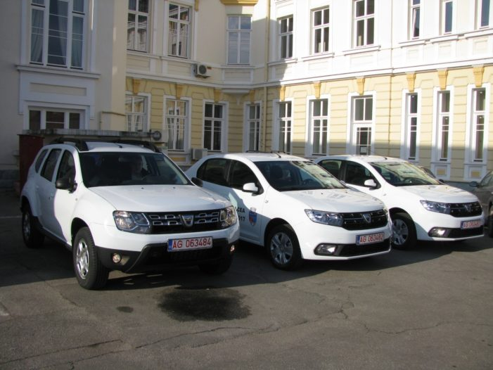 Ramnicu Valcea: Trei noi autovehicule pentru inspectorii zonali şi poliţiştii locali
