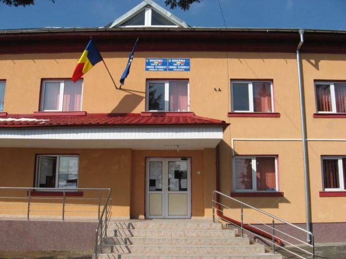 Olt: Primarul din Vitomireşti, incompatibil