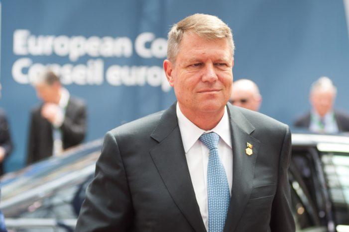 Klaus Iohannis contesta la CCR legea priving organizarea profesiei de mediator