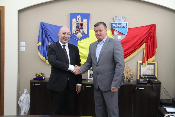 Ambasadorul Georgiei, în vizită la Primăria Râmnicu Vâlcea