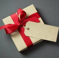 Urmeaza sa va aniversati relatia? Iata ce cadouri ii poti face!