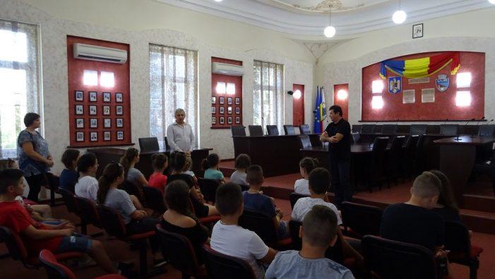 Copiii din Cernăuţi au vizitat Primăria Municipiului Râmnicu Vâlcea